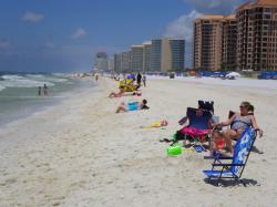 Public Flocks to Oiled Beaches on 4th of July in Alabama
