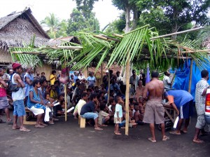 A PNG village gathering to watch a TIRN-produced documentary on the plight of endangered leatherbacks.