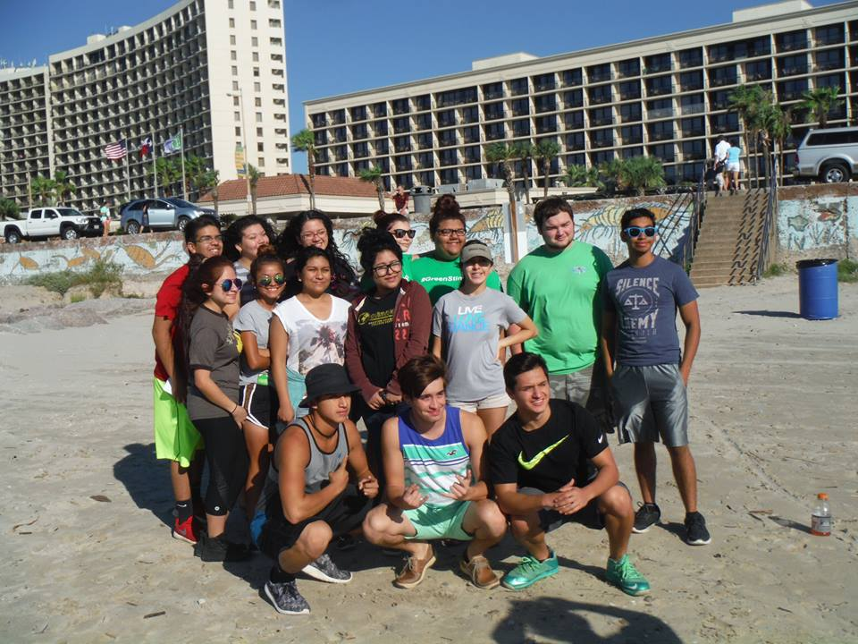 High School Students Pared In This Galveston Island Beach Clean Up