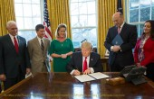 Trump_signs_financial_regulation_executive_order (1)